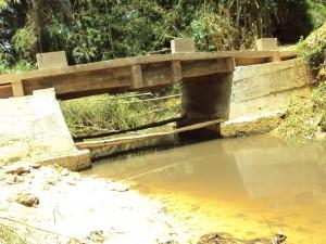 Le pont Lébé sur la route de Semendwa