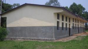 Bloc de 3 salles de classes de l'école primaire Kasasa (Kahemba) après l'intervention du projet