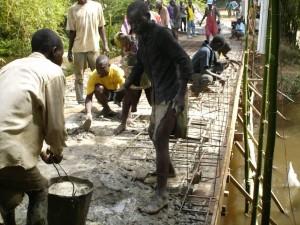 Costruzione di un ponte in cemento armato